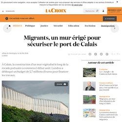 Migrants, un mur érigé pour sécuriser le port de Calais - La Croix