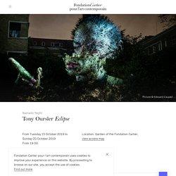 Tony Oursler (1957 -) Eclipse. 2019. Installation vidéo, projection dans le Jardin de la Fondation Cartier. Paris.