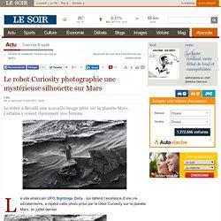 Le robot Curiosity photographie une mystérieuse silhouette sur Mars