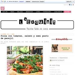 Pizza con tomates, salmón y semi pesto de perejil