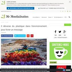 Il déverse du plastique dans l'environnement pour livrer un message
