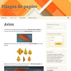 Pliage de l'avion en origami