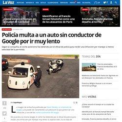 Policía multa a un auto sin conductor de Google por ir muy lento
