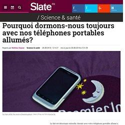 Pourquoi dormons-nous toujours avec nos téléphones portables allumés?