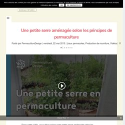 Une petite serre aménagée selon les principes de permaculture