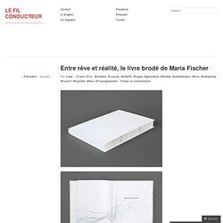 Entre rêve et réalité, le livre brodé de Maria Fischer