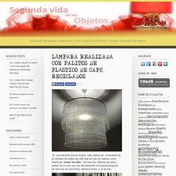 LÁMPARA REALIZADA CON PALITOS DE PLÁSTICO DE CAFÉ RECICLADOS