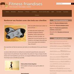 Exercices de renforcement des fessiers avec des poids aux chevilles