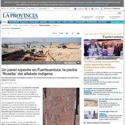 """Un panel rupestre en Fuerteventura, la piedra """"Rosetta"""" de alfabeto indígena"""