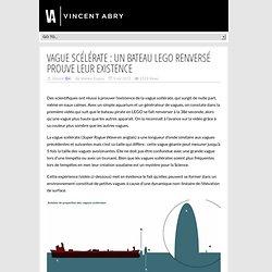 Vague scélérate : un bateau LEGO renversé prouve leur existence