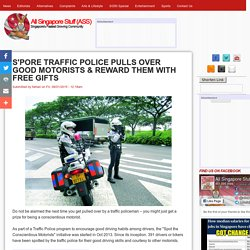 S'PORE TRAFFIC POLICE PULLS OVER GOOD MOTORISTS & REWARD THEM WITH FREE GIFTS