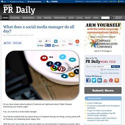 What does a social media manager do all day?