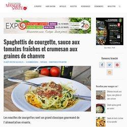 Spaghettis de courgette, sauce aux tomates fraîches et crumesan aux graines de chanvre