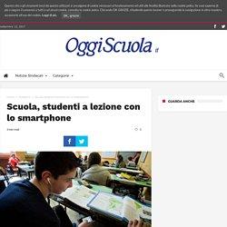 Scuola, studenti a lezione con lo smartphone - Oggiscuola
