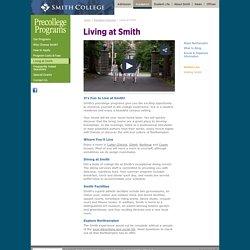 Summer at Smith - USA - Smith College est la plus grande université pour femmes des États-Unis. Située à Northampton, dans le Massachusetts, Smith College est un établissement privé qui fait partie du regroupement d'universités féminines des Sept Sœurs, g