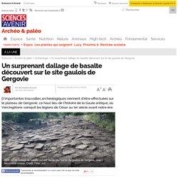 Un surprenant dallage de basalte découvert sur le site gaulois de Gergovie