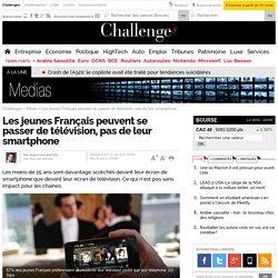 Les jeunes Français peuvent se passer de télévision, pas de leur smartphone