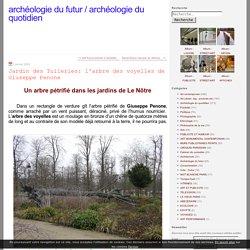 Jardin des Tuileries: l'arbre des voyelles de Giuseppe Penone