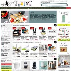 Cuisine : ustensiles de cuisine, plats, boîtes de conservation, petit électro, moule, rang