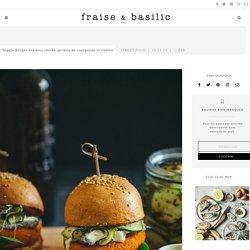Veggie burger aux pois-chiche, pickles de courgettes et chèvre