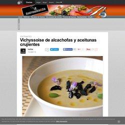 Vichyssoise de alcachofas y aceitunas crujientes