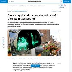 Engel und Rentier leuchten an Ampel (Hannover)