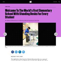 Une école sans chaises… Tous les élèves travaillent debout !